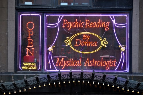 10 Things to Consider Before Choosing a Psychic